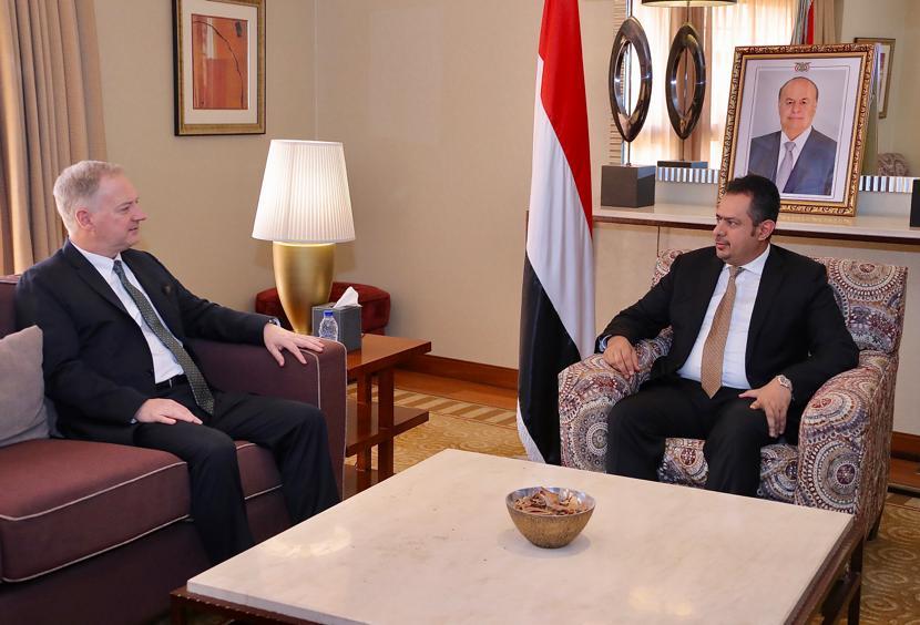 لقاء رئيس الوزراء مع السفير الأمريكي