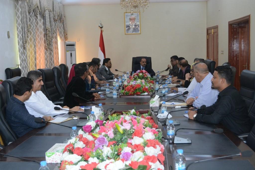 وزير الإعلام خلال الاجتماع الموسع