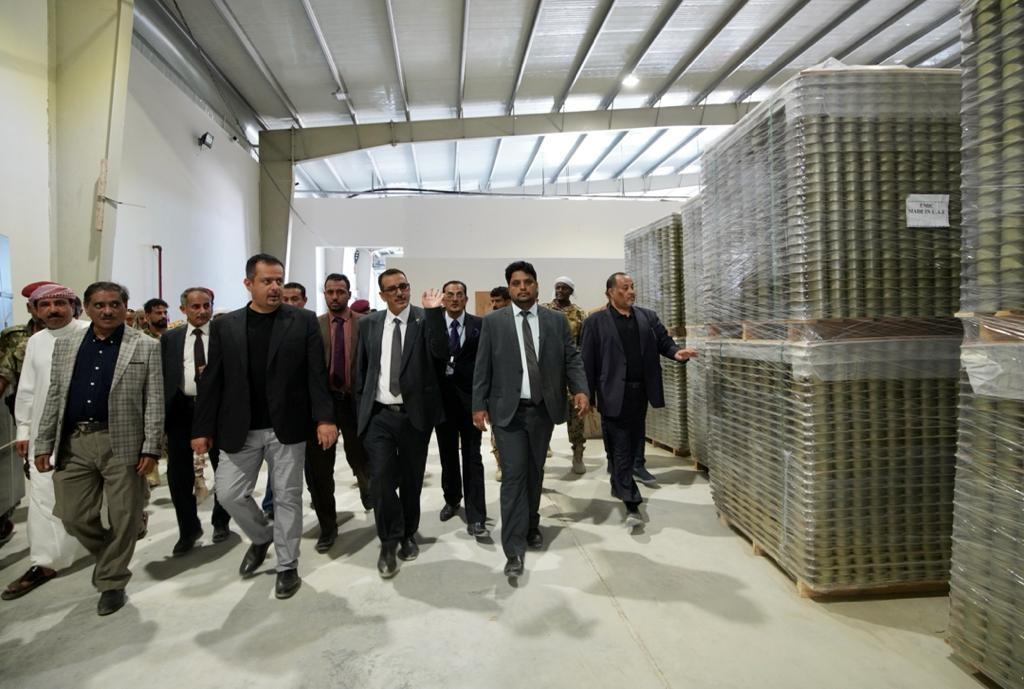 رئيس الوزراء خلال زيارته لعدد من المشاريع