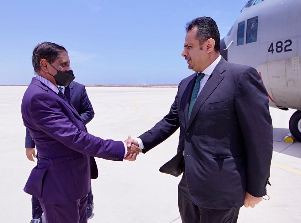رئيس الوزراء مع محافظ حضرموت
